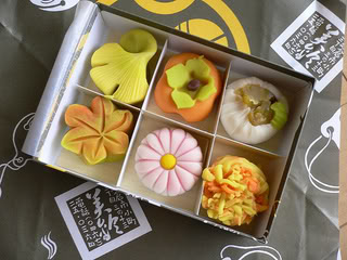 http://giftjap.info/images/articles/wagashi/sw42jl6ef2.jpg