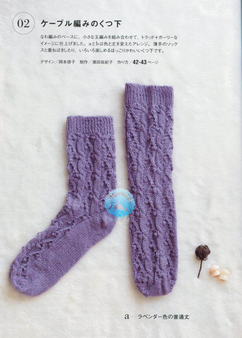 Hand-knitted simple socks: colorful, cute!