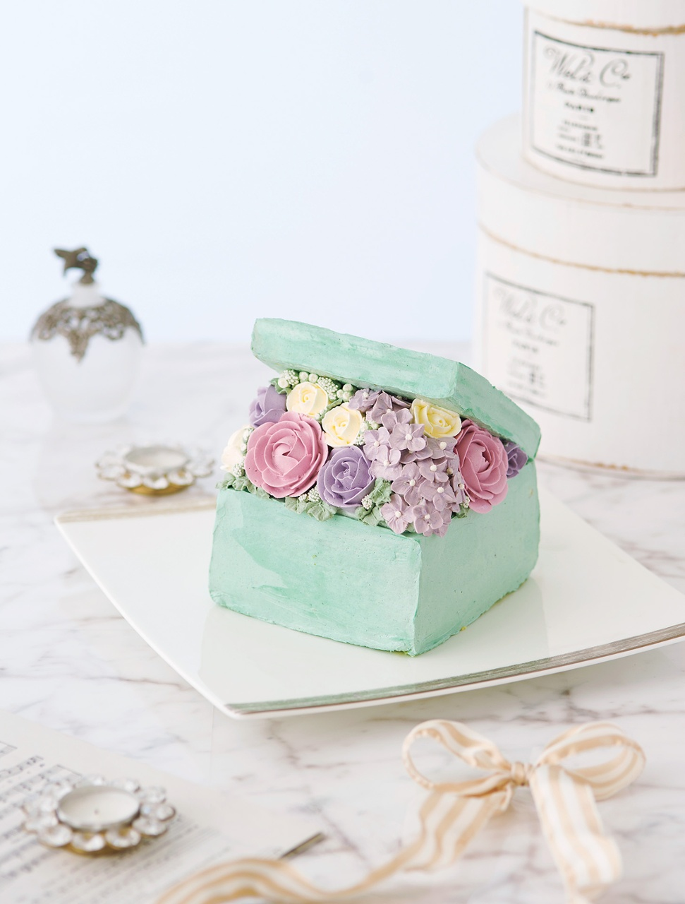 Elegant flower cake made with butter cream