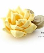 Шикарный объемный цветок из ленты