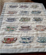 Аппликация из ткани, вышивка, бисер и кружево - очаровательная посуда!