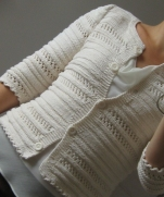 Белый жакет спицами