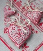 Стильные сердечки с вышивкой