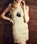 Бежевое платье крючком
